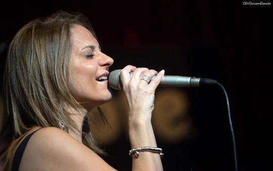 Lara Iacovini singing_b