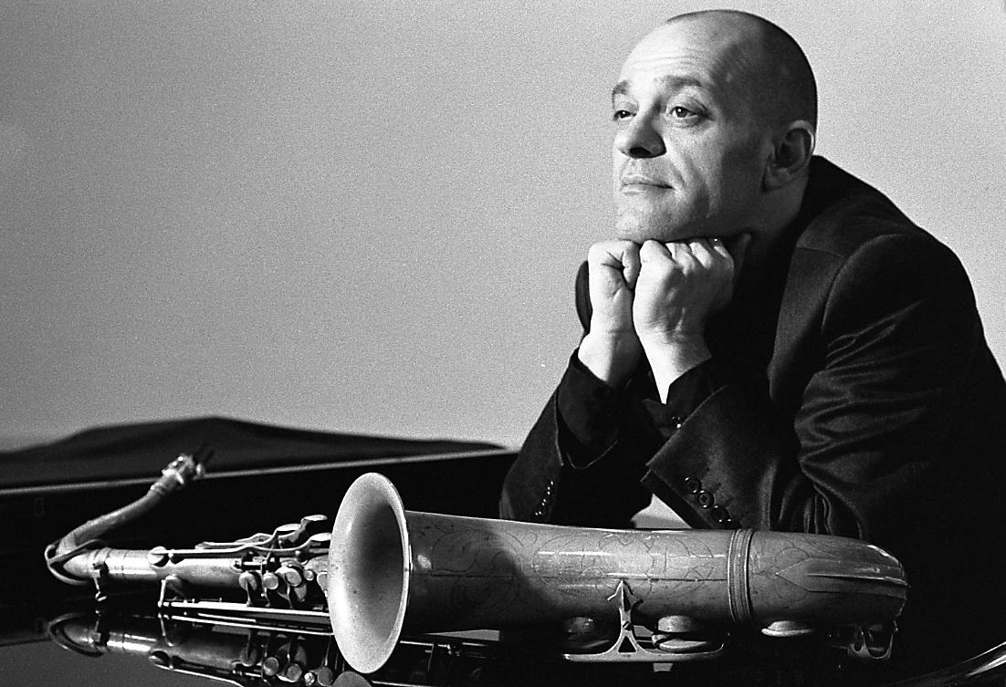 ... Gianni Savelli (Napoli 1961) si è fatto le ossa suonando in diversi  contesti 5a3c55af12336